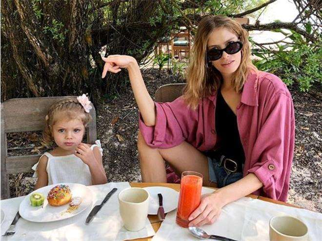 Елена Перминова с дочкой Аришей